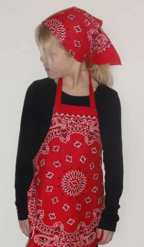Leuk verkleed als boerinnetje met dit schortje en hoofddoekje.