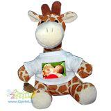Personalizza il peluche giraffa con la tua foto e rendi felice il tuo bambino che da oggi potra' giocare con un nuovo e dolce amico.