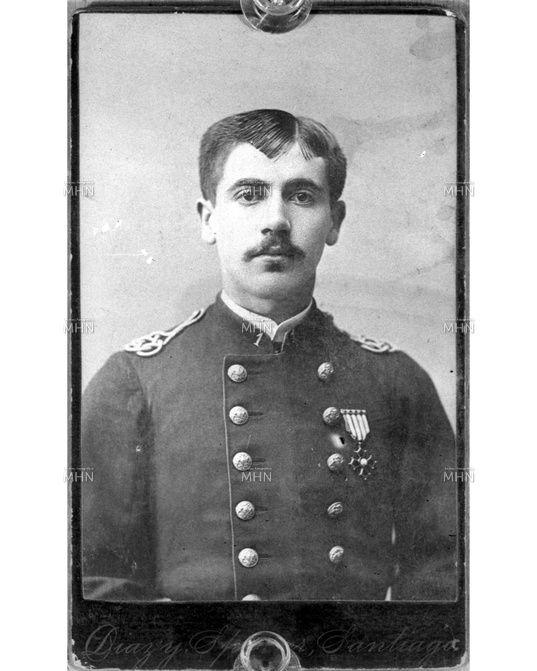 CATÁLOGO FOTOGRÁFICO   MUSEO HISTORICO NACIONAL    Retrato del Subteniente Tadeo Riveros Barceló, del batallón Talca