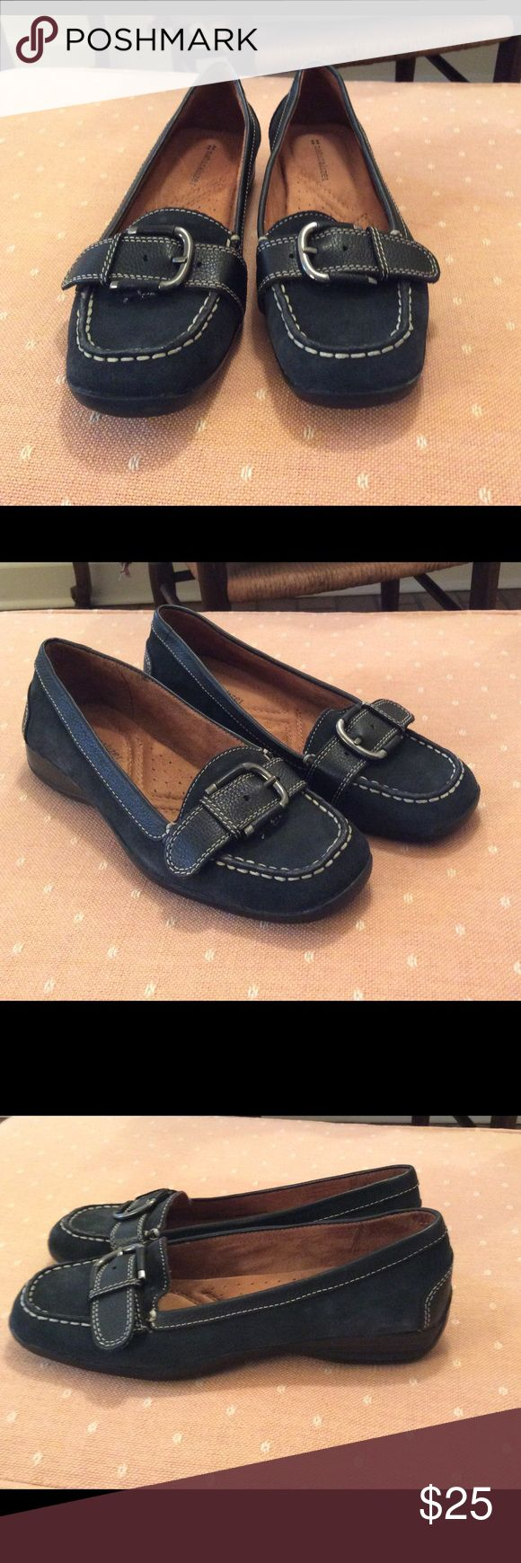 Black naturalizer shoes Brand new never worn black suede naturalizer shoes.  Excellent condition!  Black suede with a cute stylist buckle across the front. Naturalizer Shoes Flats & Loafers