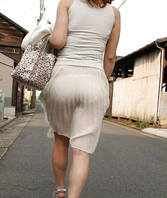 Видно трусы сквозь одежду фото — pic 6