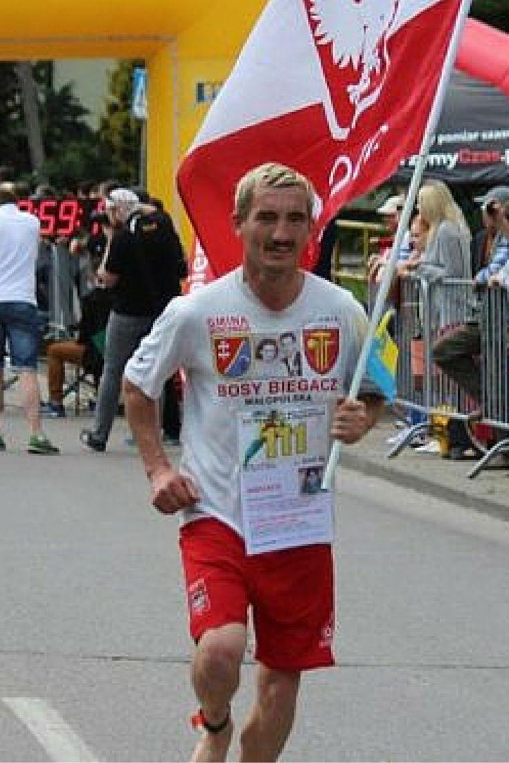"""""""Ściągnąłem buty i pobiegłem"""". Paweł Mej o bosym bieganiu. http://tvnmeteoactive.tvn24.pl/bieganie,3014/sciagnalem-buty-i-pobieglem-pawel-mej-o-bosym-bieganiu,171399,0.html"""