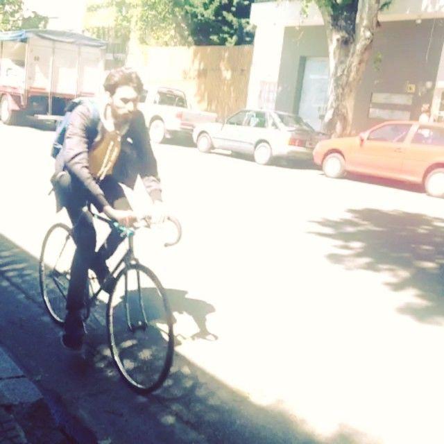 Nos gusta nuestro barrio en primavera sol, verde, bicis, mascotas y música