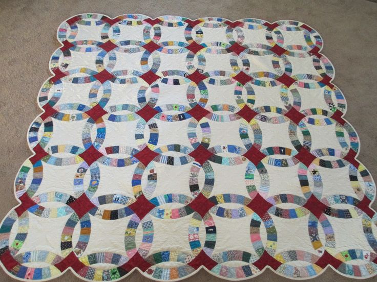 And now my Double Wedding Ring is completely quilted.  I love this quilt.