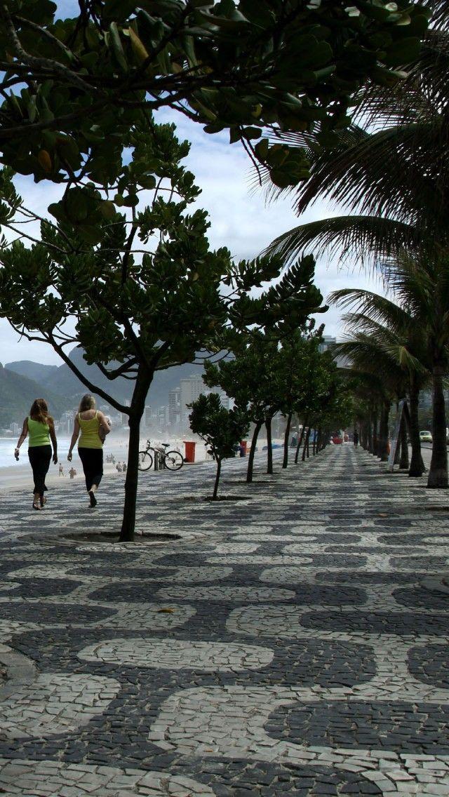 RIO DE JANEIRO, BRASIL. Calçada na praia de em  Copacabana. Beach walk in Copacabana.