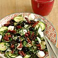 Petite salade pour participer au concoursEntrées & salades d'été d'Ô DELICES. Choisir une fine courgette et la découper...