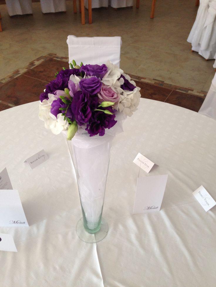 lila magas asztaldísz