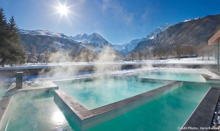 APRES LA RANDO : Qui dit montagne pense ski. Mais qui dit montagne pourrait également penser détente et relaxation. Source de bien-être, les Pyrénées offrent leurs eaux naturellement chaudes. Petit tour d'horizon, au cœur d'un hiver en pente douce, juste pour le plaisir de se la couler douce.