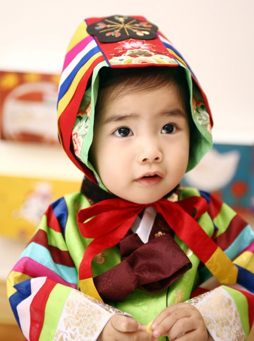 Baby girl's #hanbok featuring mujigaesek or rainbow colored sleeves and hat