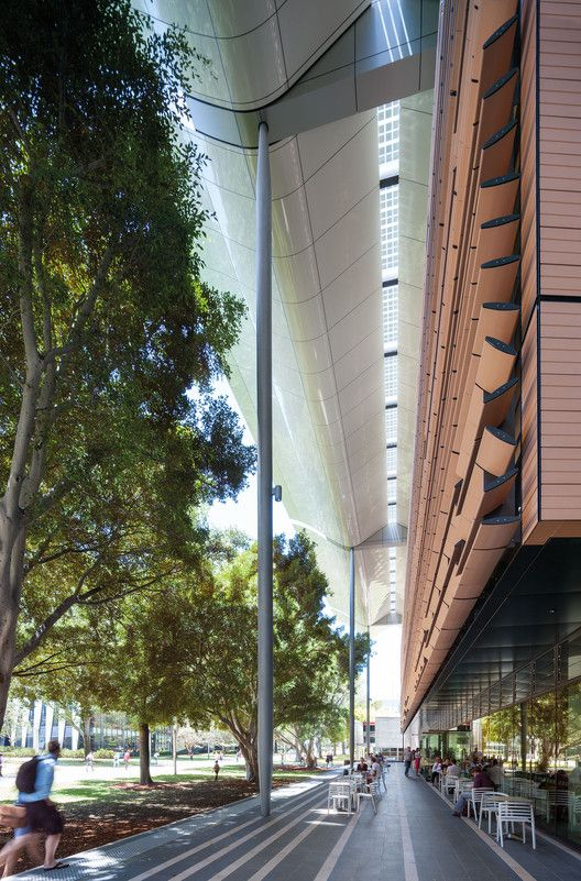 Podium canopy along University Mall, Tyree Building, UNSW Australia