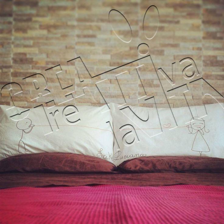 Coppia di Federe Personalizzate a mano con frasi e disegni : Tessili e tappeti di creattivita