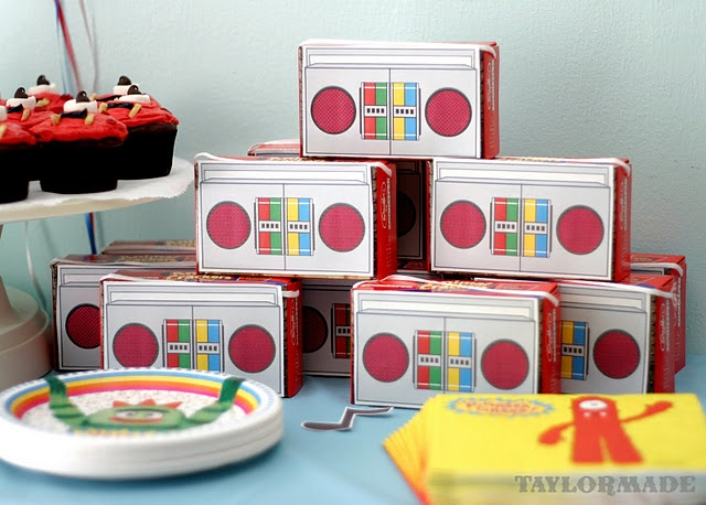 animal crackers - printable boombox free from nick jr http://www.nickjr.com/printables/dance-party-decorations.jhtml