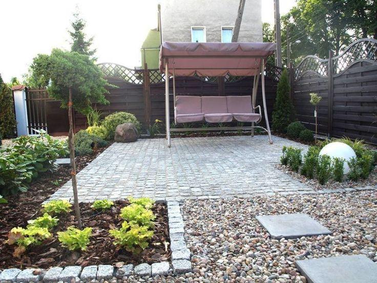 Patio, huśtawka w ogrodzie, huśtawka ogrodowa. Zobacz więćej na: https://www.homify.pl/katalogi-inspiracji/30462/strefa-wypoczynku-w-ogrodzie-6-elementow
