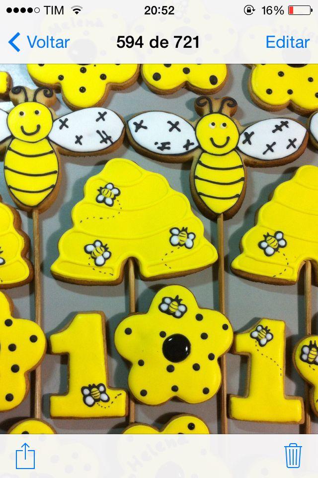 Abelhinha biscoitos decorados by Vovi's Biscoiteria 51 35882457 www.facebook.com.br/vovisbiscoiteria