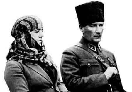Atatürk Eşi Latife Hanım'la Bir Yolculukta