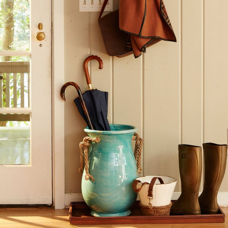 Il Nodo Umbrella Stand | VIETRI | Add a coastal aura to your front entryway when you store your umbrellas, walking sticks, or canes in the Il Nodo Umbrella Stand. Inspired by the knots tied to sailboats that dwell in the Adriatic Sea, richly braided handles are applied by hand to this unique coastal collection.