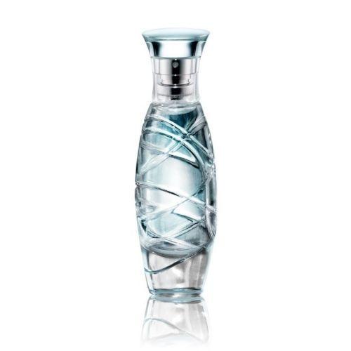 Ice Eau de Toilette - Kesegaran yang menggoda, Ice Eau de Toilette menyatukan kesejukan ozon dengan kelembutan bunga fantasia halus untuk tampil percaya diri, berani dan memikat. Sentuhan musk yang misterius menambahkan daya pikat wewangian ini. 30 ml.