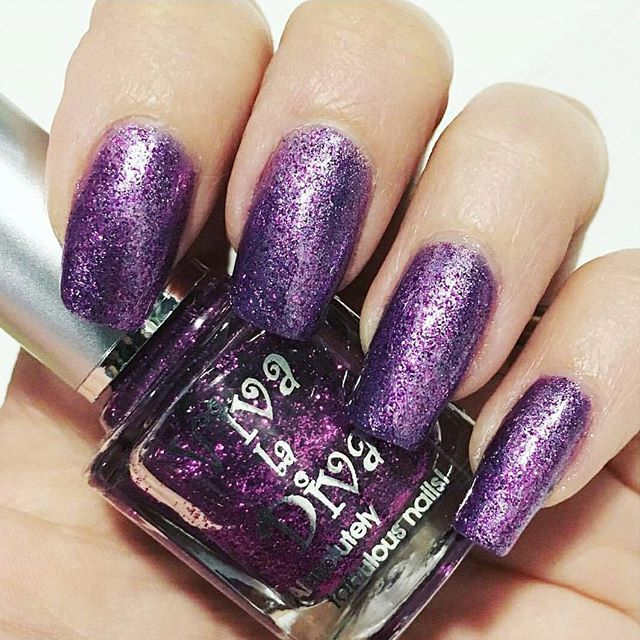 """Drama Queen"" no.71 by @this_is_my_nails  #vivaladivacosmetics #vivaladiva"