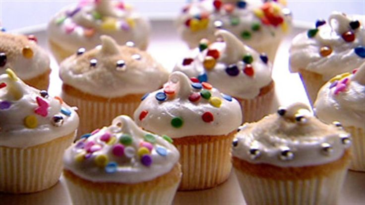 Vanilla Cupcakes: Pound Cakes, Food Network, 24 Cupcakes, Lifestyle Food, Vanilla Cupcakes Recipes, Anna Olson, Favorite Recipes, Cups Cakes, Cupcakes Rosa-Choqu