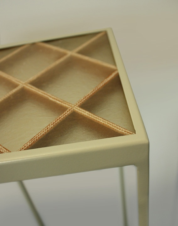 Sellette en cuir 'Transparent' Design by Didier VERSAVEL