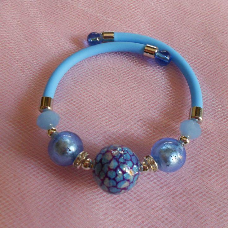 Braccialetto creato con vetro di Murano e perle Veneziane. Made in Italy Color azzurro cielo