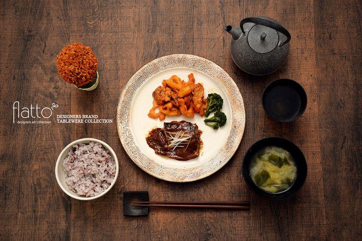 サバの味噌煮&豚肉とレンコンのケチャップ炒め(和食器:古谷浩一の渕荒横彫 リブ8寸皿/古谷浩一の渕荒横彫 めし碗P(小) etc)