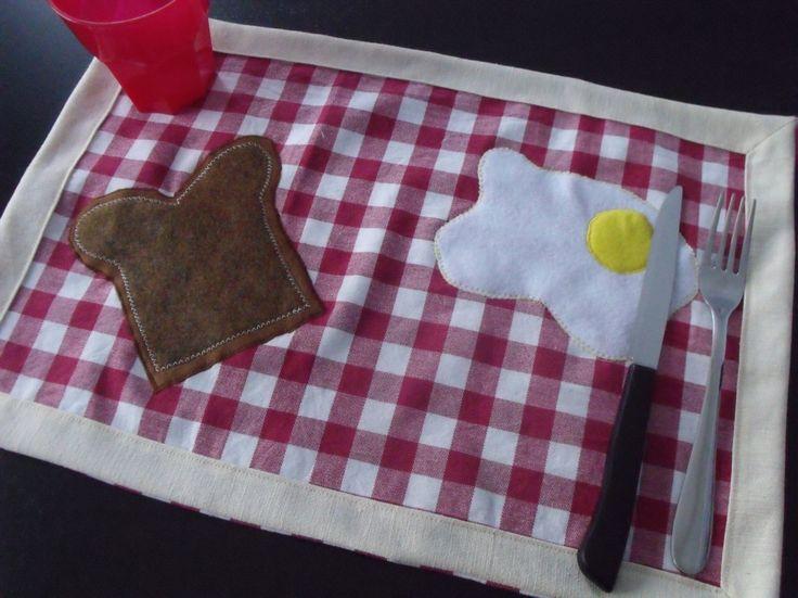 how to make cute placemat for breakfast diy ENG: http://www.thecreativelab.it/en/accessories/how-to-make-diy-placemats-tutorial/ tutorial come fare tovagliette americana colazione fai da te ITA: http://www.thecreativelab.it/it/casa/tutorial-tovagliette-allamericana-fai-da-te/