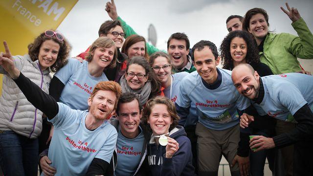 Plus de 1700 personnes présentes pour cette 4ème édition du Trailwalker Oxfam : 752 participant-e-s, 740 supporters et 240 bénévoles, toutes et tous survolté-e-s ! Egalement plus de 5 000 donateurs et donatrices ont soutenu ce projet. Grâce à la mobilisation de chacun-e, plus de 355 000 € ont été collectés pour financer les actions de solidarité d'Oxfam France, un record incroyable pour le Trailwalker !