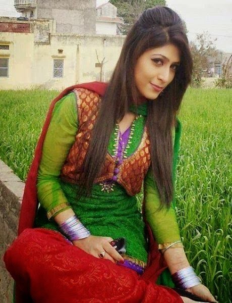 pakistani-beautiful-girls-hot-sexy-films