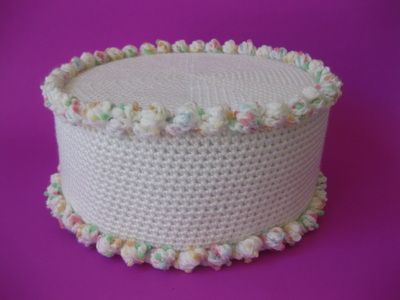 Knitted Cakes Free Patterns : 25+ best ideas about Crochet Cake on Pinterest Crochet food, Crochet cupcak...