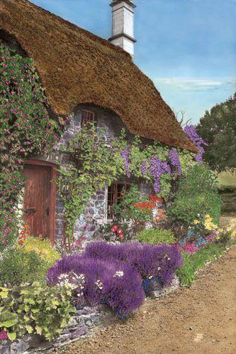 Englisches strohgedecktes Ferienhaus mit wunderschönem Blumengarten Mehr