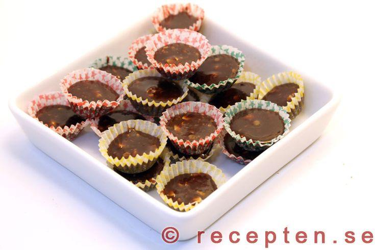 Chokladknäck - Recept på knäck med chokladsmak, chokladknäck! Mycket gott julgodis. ca 100 st. Tid ca 1 timme.