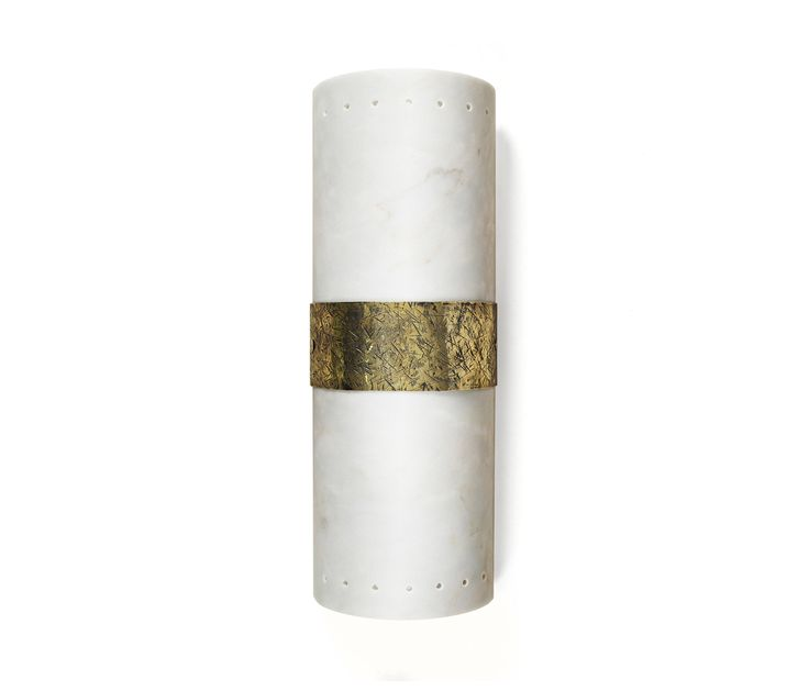 FINISHES – Body: Estremoz, Estremoz Rose, Carrara or Negro Marquina marble. Metal detail: Brass in Jagger Hammered. VOLUME – 0,06m3 ⁄ 2,11 Cubic..
