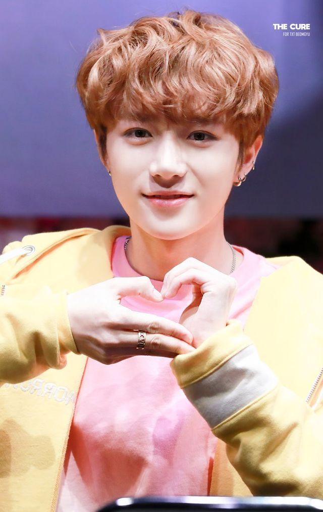 Lol I Tried To Make That Heart With My Hands And I Completely Failed Beomgyu Needs To Teach Me How Txt Tomorrow Boy Groups