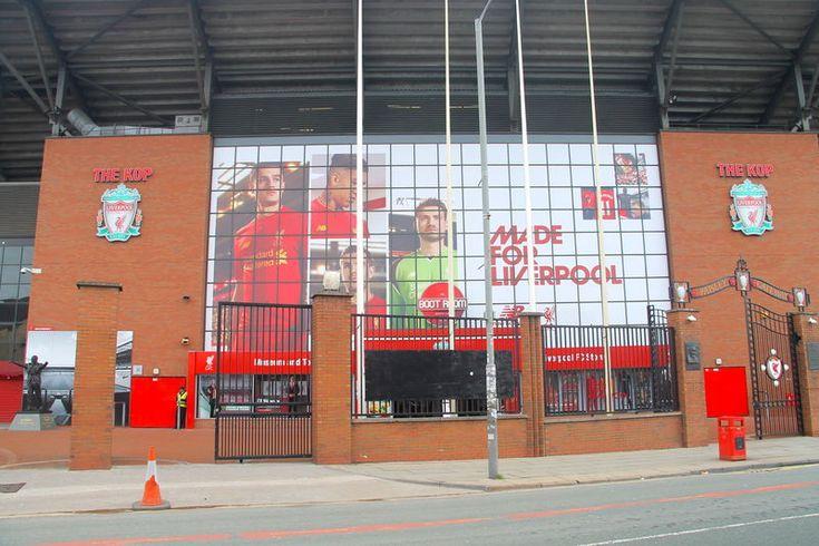 przed wejście na stadion Anfield - Liverpool FC