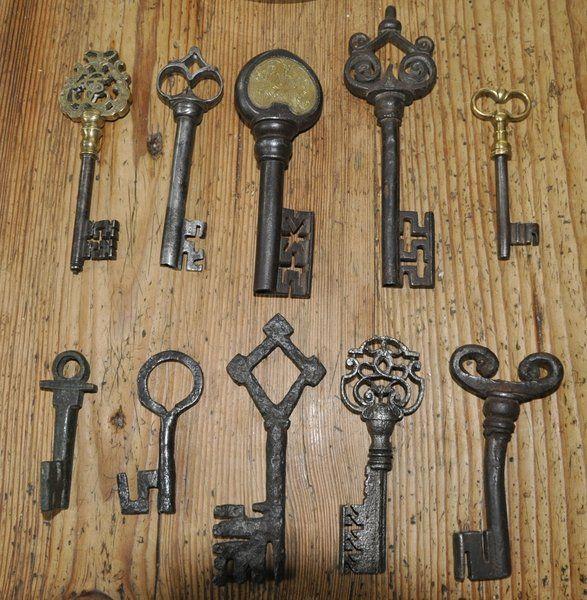 394 best old keys and door knobs images on pinterest for Key drawer handles