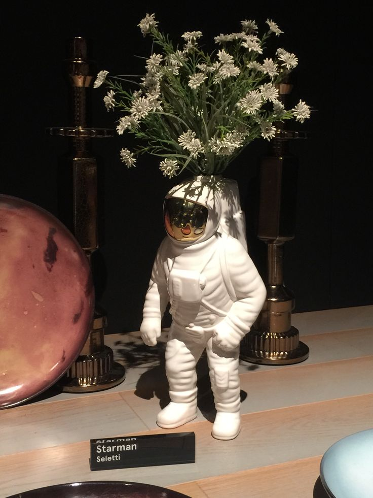 Seletti's new vase is out of this world!