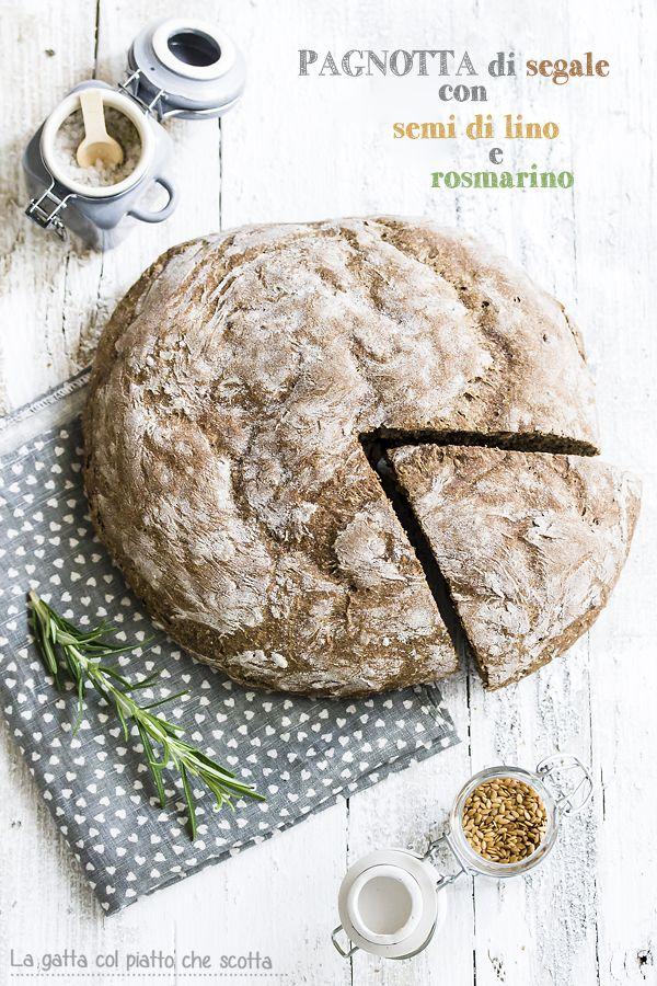 d'autunno di pane di segale con semi di lino e rosmarino, fatto in casa
