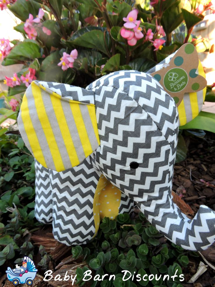 Chevron printed, grey and white plush cotton elephant from Carte Blanche. The 26 cm elephant will make a great addition to any child's nursery.