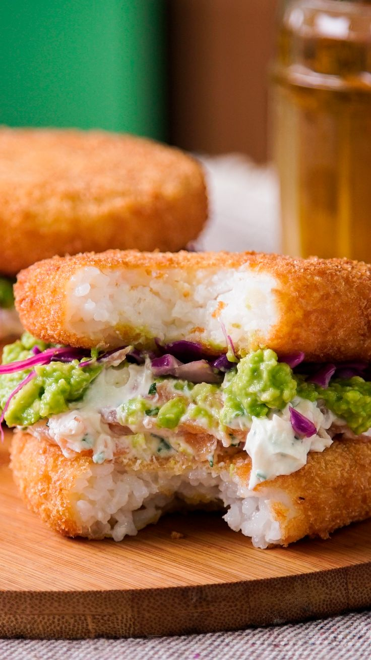 Sushi Sandwich - A sushi burger, you don& need anything else - Sushi Recipes, Seafood Recipes, Asian Recipes, Cooking Recipes, Yogurt Recipes, Sushi Sandwich, Sushi Burger, Sushi Burrito, Asian Food Recipes