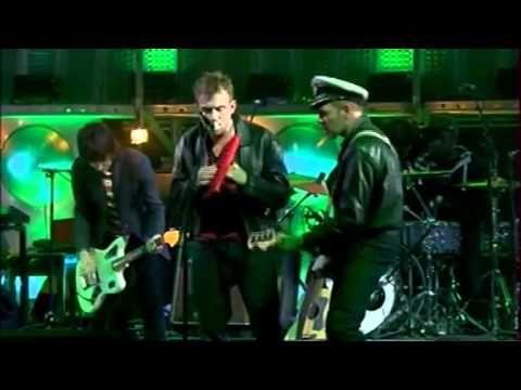 "Gorillaz perform ""Tomorrow Comes Today"" live for La Musicale"