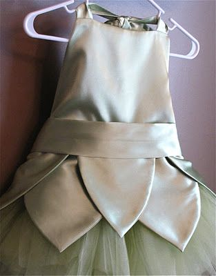 COSTUME: Tinkerbell Costume. (Supplies:  1 1/2 yards of green polyester satin fabric (more or less depending on the size of your fairy)/  Matching thread/  Matching ribbon/  1 package of grommets/  2-3 spools of tulle/  Elastic.) (*Tute)