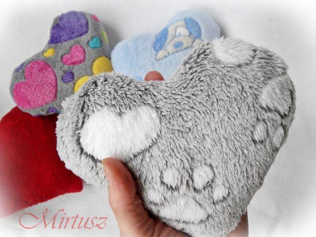 Mirtusz : Melyik szívet válasszam ???  Szív-párnák - szőrös, bársonyos, puha anyagból - szívekkel, tappancsokkal, kutyussal
