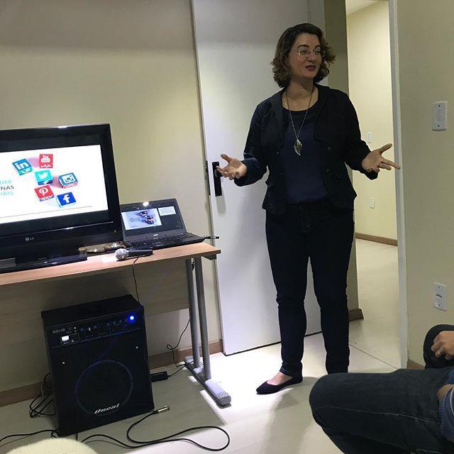 """""""Ontem foi dia de palestrar na Primeira Conferência da Conexão, no Connect House Coworking, em Macaé. Me sinto muito feliz pelos empreendedores que estiveram presentes e pela oportunidade de transmitir um pouquinho do conhecimento adquirido no últimos 3 anos, atuando nas Redes Sociais. ➡️E se você não é de Macaé e ficou com vontade de assistir a essa palestra, fique tranquilo! ➡️No dia 14/09, as 20h, vou dar uma palestra online e 100% gratuita, onde eu vou te mostrar todo o poder das Redes…"""
