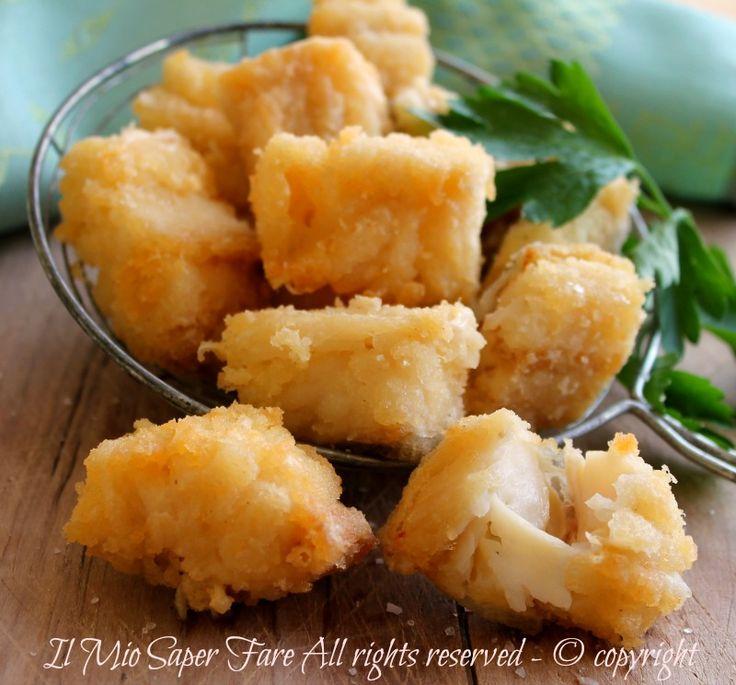 Baccalà fritto senza pastella croccante e dorato. Una ricetta con baccalà facile e veloce per un secondo piatto di pesce davvero gustoso e leggero