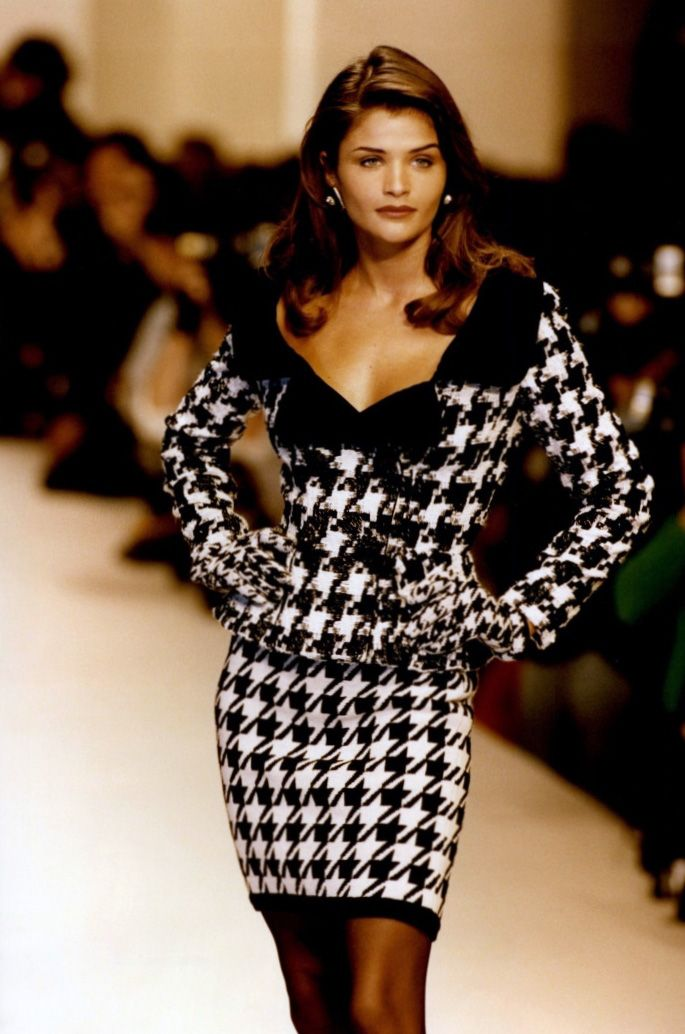 Helena Christensen for Oscar de la Renta Fall/Winter 1992