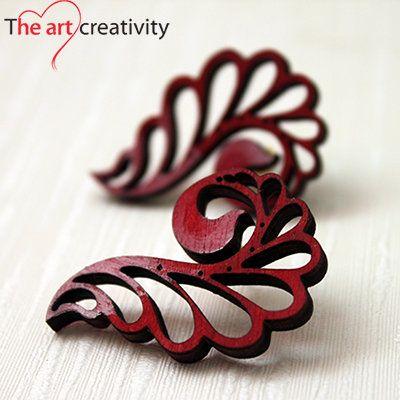 orecchini rossi unici. #MissHobby #lotrovisuMissHobby #legno #rosso #bianco #orecchinialobo