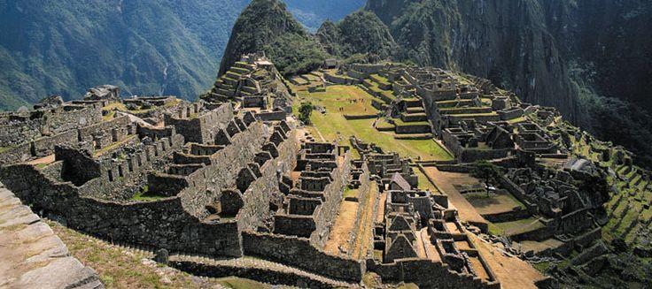 Immagine di http://www.ciee.org/study-abroad/images/cities/0038/headers/desktop/lima-peru-liberal-arts-study-abroad-ruins.jpg.