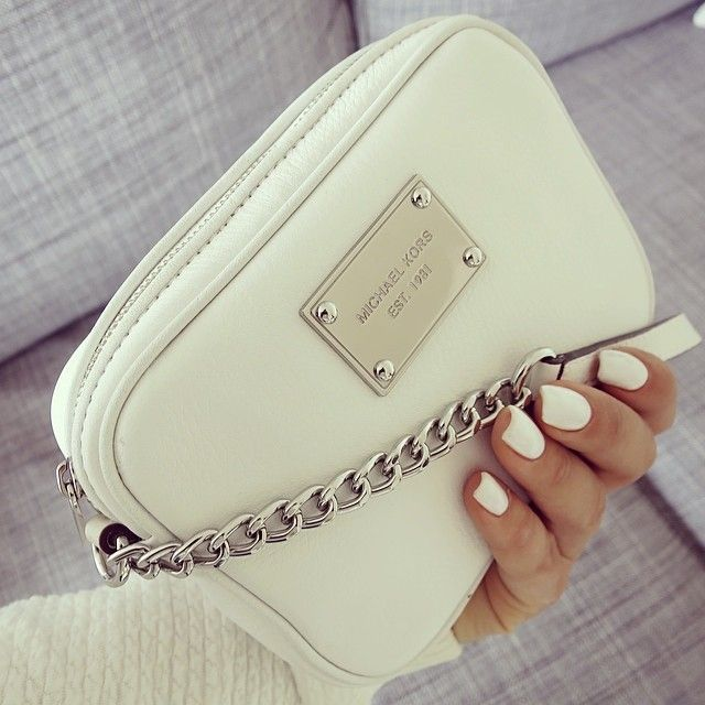 Another bag I wouldnt be able to ignore. Even if its MK. So cute and classic, perfect for summer nights , dinners ; Parties. Really versatile and easy to wear