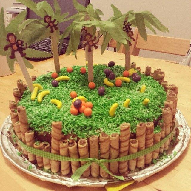 Montage du gâteau de E. et aperçu de ses cadeaux